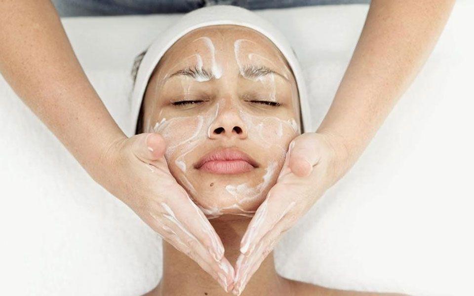 limpiezas faciales con hidratación